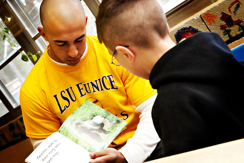 Photo of LSUE student reading to child