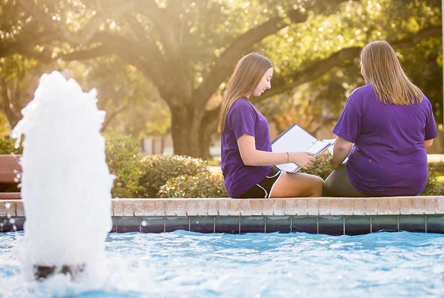 Students and fountain on LSUE campus